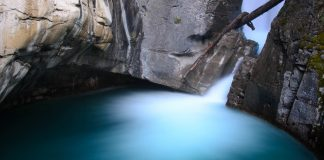 Johnston canyon banff tour